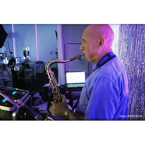 Pasha & Anatoly. Sänger und Saxofonist